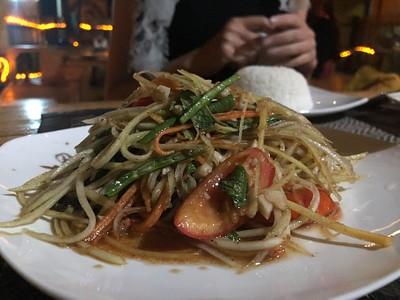 במסעדה התאילנדית - סלט פפאיה קצת עייף