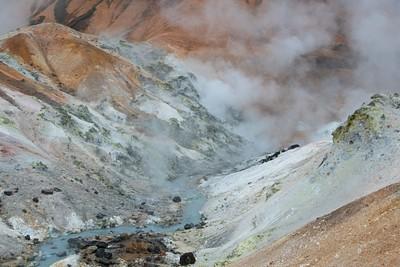 הרים עם נביעה חמה בתחילת המסלול
