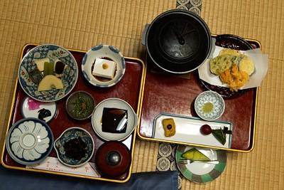 ארוחת ערב צמחונית מסורתית בריוקאן