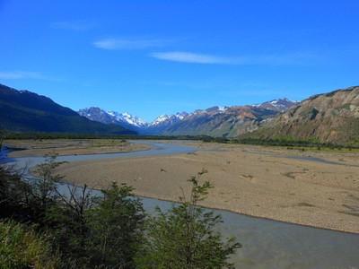 הנופים לאורך הנהר