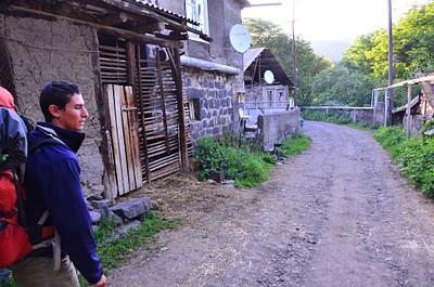 רחוב בכפר ארמני טיפוסי