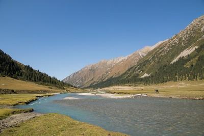 עמק Turgenaksu לכיוון הכפרים