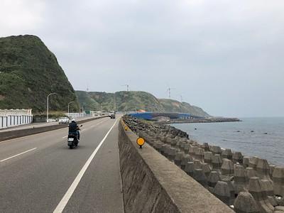 בקטעים הקצרים על הכביש הראשי (באזורי הצפורניים) רוכבים לצד מכוניות ולא תמיד עם נתיב נפרד