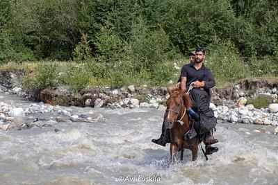 מעבר הנחל שחייב לעבור עם סוס