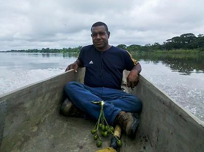 המתמודד Levi Nanguan. בדרך לכפר Palembe.