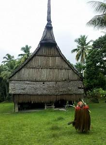קבלת פנים מול בית הרוחות ב-Palembe.