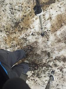 בלי שני אלה, לא הייתי מסיים את המסלול. חובה נעלי גורטקס ומקלות, במיוחד בתחילת עונה.