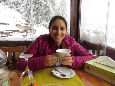 בית הקפה בתחנה של ה-1400 מטר. בתמונה: אשתי היקרה :)