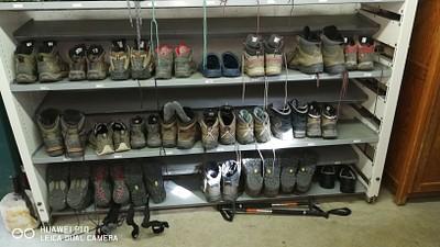 כאן משאירים את הנעליים