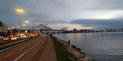 הגשר שמקשר את האי ליבשת