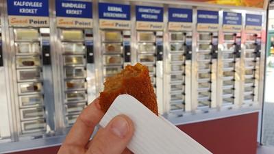 קרוקט - מאכל הולנדי קלאסי מטוגן שניתן לקנות כמו פחית קולה (בלילת פירה ירקות ובשר בדרך כלל)