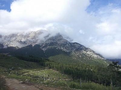 האולימפוס מוסתר בעננים