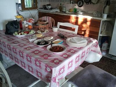 ארוחת בוקר אצל הזוג המבוגר
