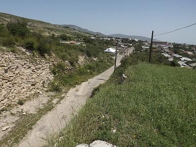 """""""החפיר"""" - ברקע העיירה אסקראן"""