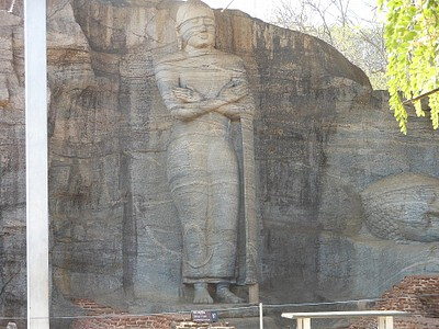 פסל בודהה ענק בפולונארוואה