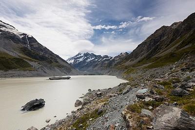 אגם Hooker היפה עם הר קוק ברקע