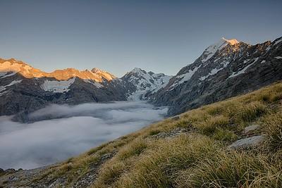 גם הזריחה לא אכזבה עם שכבת עננים נמוכים נאה בעמק