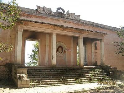 מבנה נטוש בעיר שושי