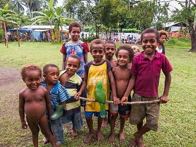 ילדים וחיית מחמד בעיר Lae