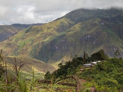 מבט על הכפר ועל עמק Buang שמתחתיו.