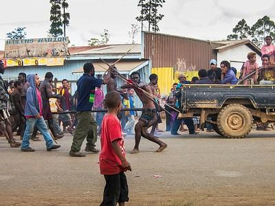 צעדת בחירות בעיר Kainantu.