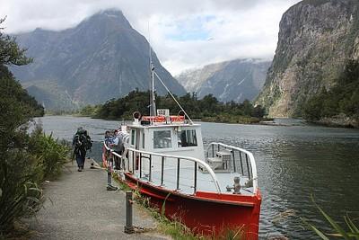 הסירה שאספה אותנו ב-Sandfly point