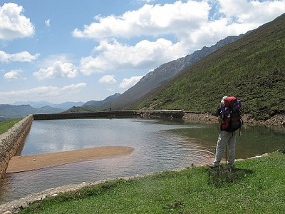 בריכת המים בדרך למקור נהר הדרקון הלבן