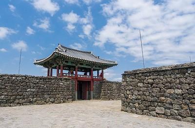 השער בכפר Seongeup.