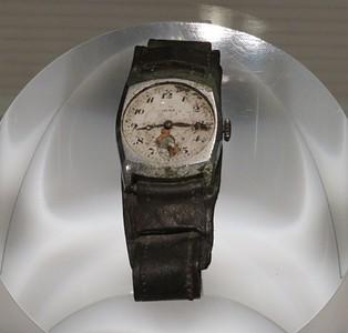 שעון ששרד את הפצצה ומחוגיו נעצרו בדיוק ברגע בו היא התפוצצה