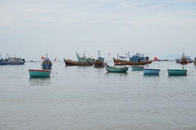 סירות הדייגים הצמודות לחוף