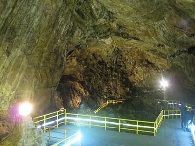 מתוך המערה