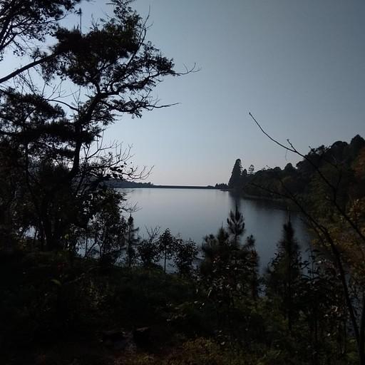 אגם בדרך לתצפית