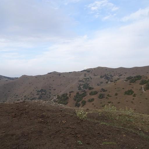 מבט על הפס Kyr-kechuu, הפס נראה משמאל ואפשר לראות את הדרך המובילה אליו