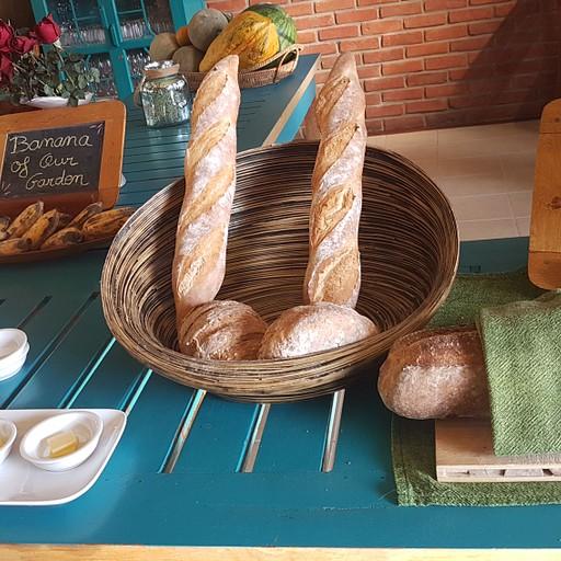 חלק מהארוחת בוקר מקסימה (בופה של לחם וריבות) במלון שלנו