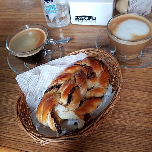 קפה ומאפה במאפיית טיליצ'ו