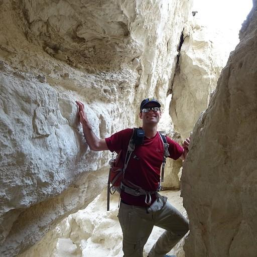 בכניסה למערת הקמח