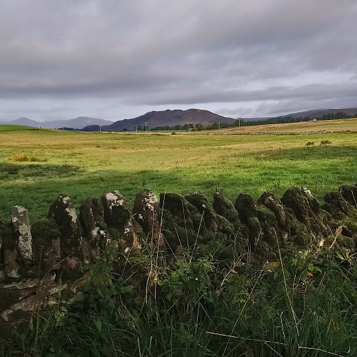 Conic hill מרחוק
