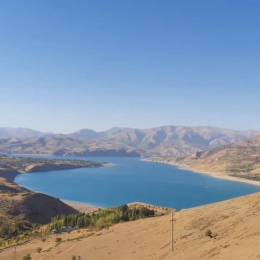 תצפית על אגם Charvak