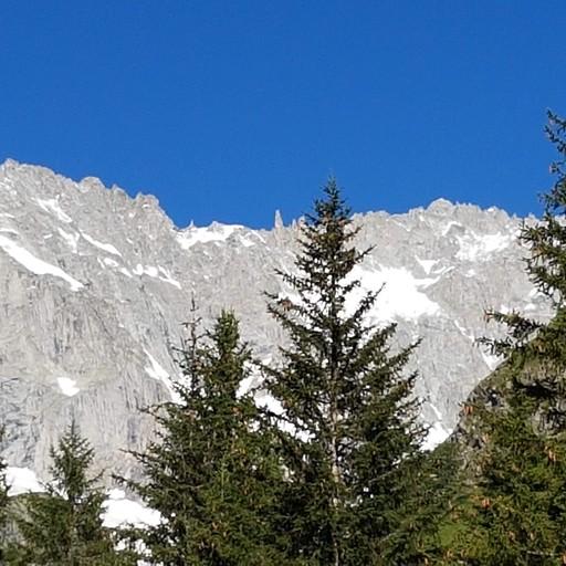 ההרים שמציצים בדרך