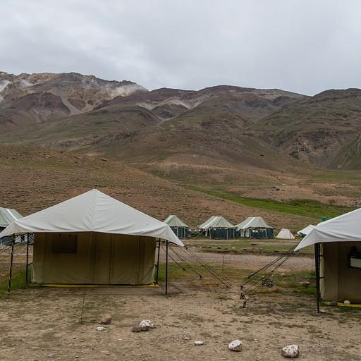 מתחם האוהלים להשכרה