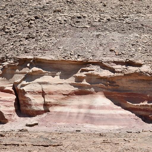 סלעים צבעוניים