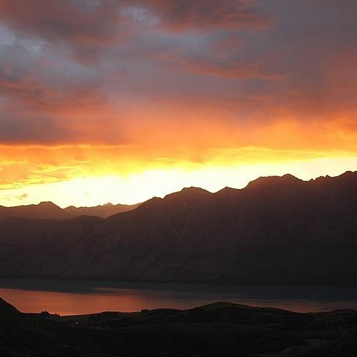 שקיעה מדהימה מעל אגם ה-Wakatipu