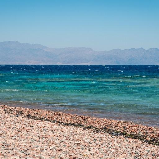 ועוד מבט אל עבר הים והגוונים המשגעים שלו