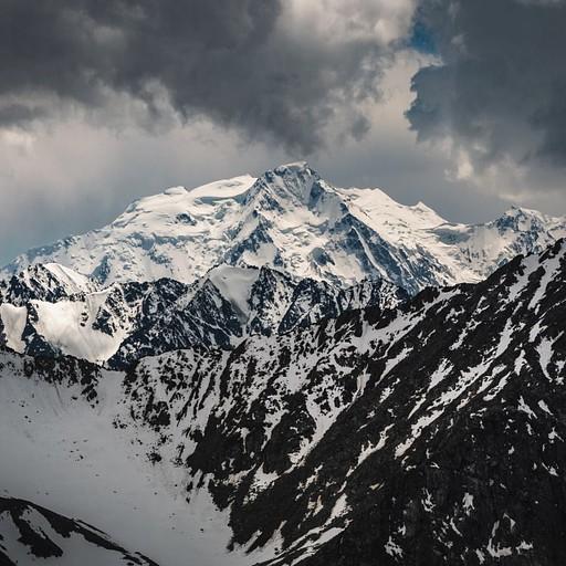 מבט אל פסגות ההרים מהתצפית בפאס