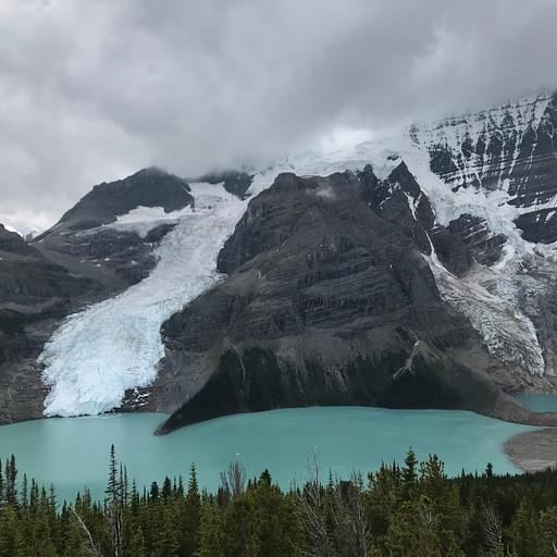 Berg lake מהתצפית.