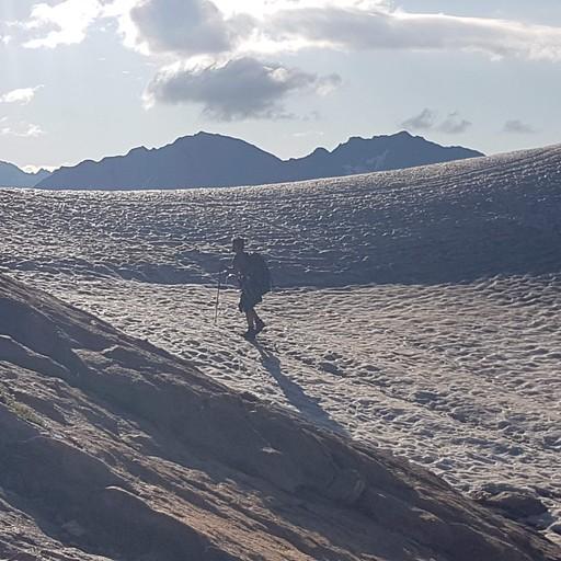 עוד רגע הפאס! נוף מרהיב של תצורת השלגים