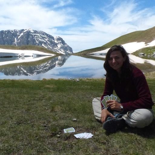 נחות לצד האגם