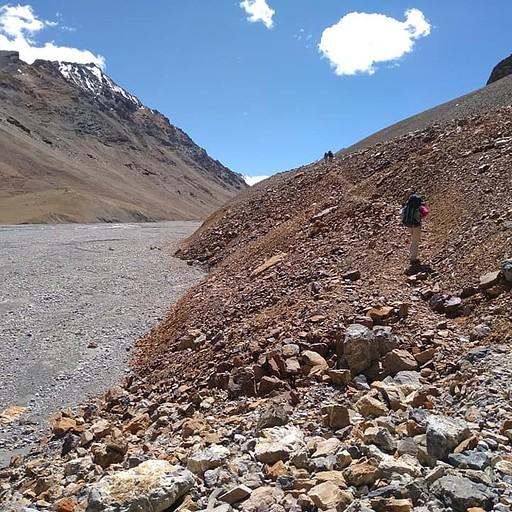עוזבים את הנהר Pare Chhu ומתקדמים לעבר הפאס