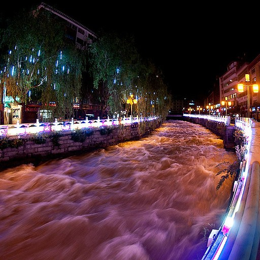 הנהר בעיר קנדינג
