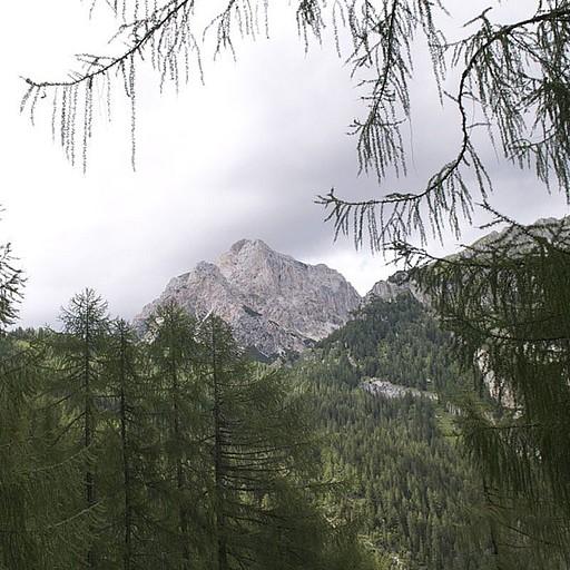 ההרים המקיפים את מלגה ספורה